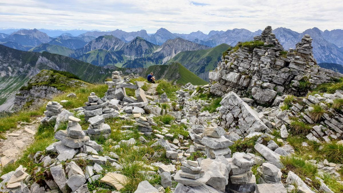 Die Steinmanderl unterhalb des Geipfel des Schafreuter